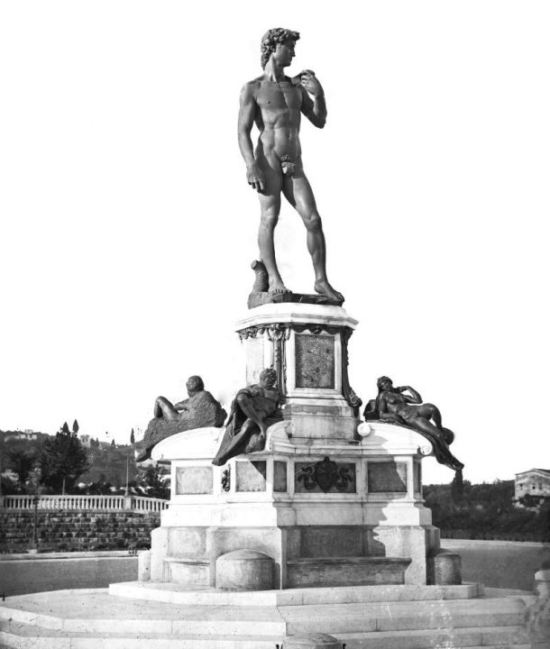Monument to Michelangelo, Piazzale Michelangelo, Florence (credit: Gabinetto Fotografico degli Uffizi). On 13 September 1875 the bronze cast of the David was placed on the top of the Monument to Michelangelo designed by Giuseppe Poggi. It assembled the bronze copies made by Papi in 1834 from Michelangelo's sculptures in the New Sacristy at S. Lorenzo in Florence. Clemente Papi died that year on 10 February.