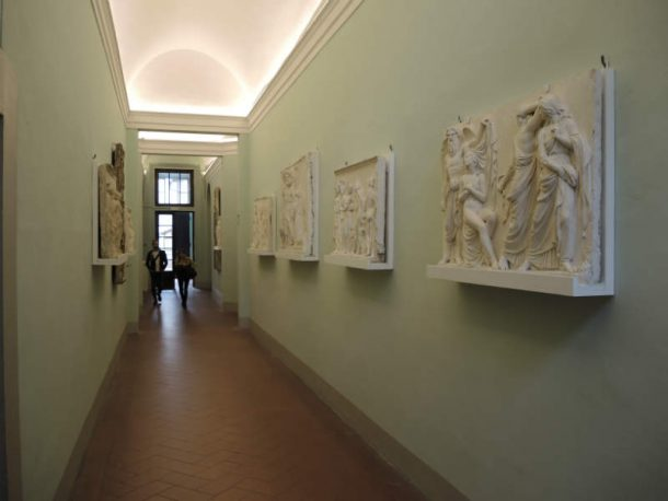 Figure 15. View of a corridor in the Accademia di Belle Arti with bas-reliefs on the wall that were restored in 2014. Photo by Domenico Viggiano, 2017.