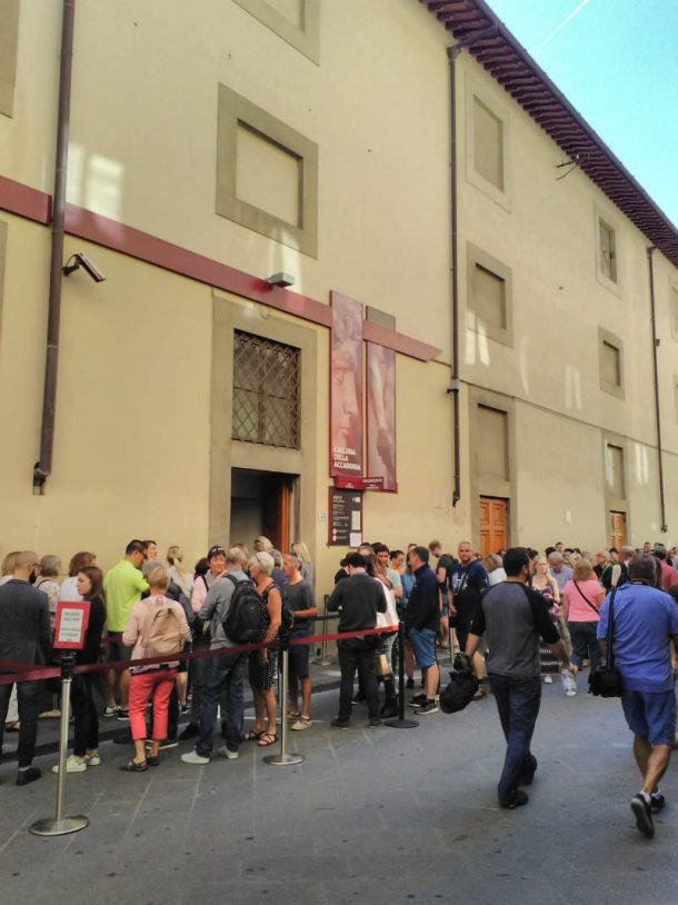 Figure 16. Queue of tourists at the entrance to the Accademia Gallery, Florence. Photo by Giuliana Videtta, September 2017.