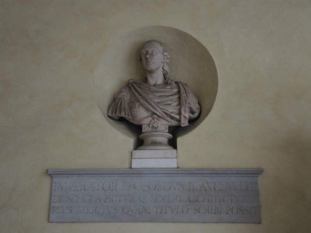 Figure 7. Francesco Carradori (1747-1824), Pietro Leopoldo d'Asburgo Lorena, White Marble, h. Approximately 78cm. Cloister of Accademia di Belle Arti, Florence.