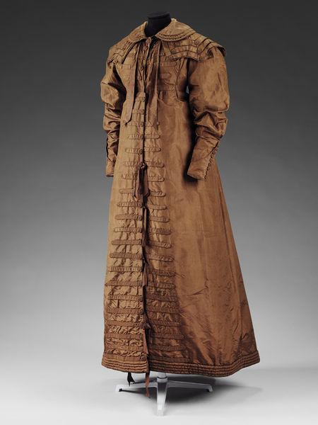 Pelisse coat and collar of brown silk taffeta