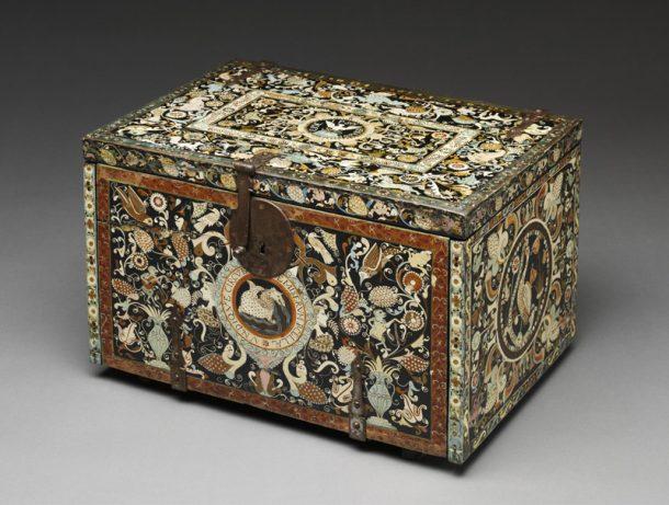 Figure 1: The V&A barniz de Pasto table cabinet, W.5-201