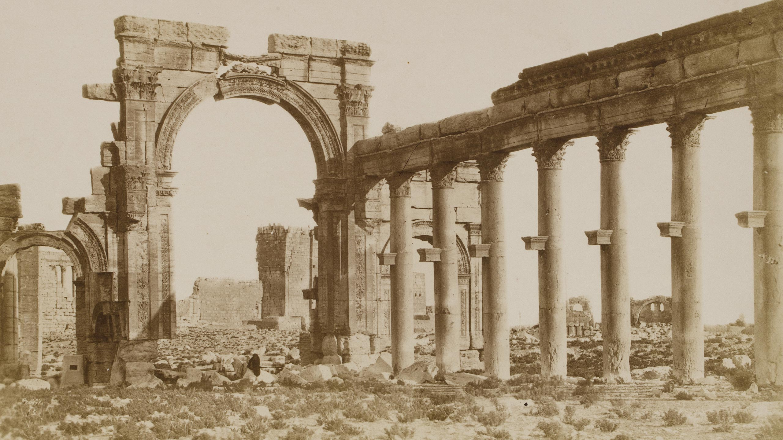 Photograph of an arch and colonnade, Palmyra, Syria