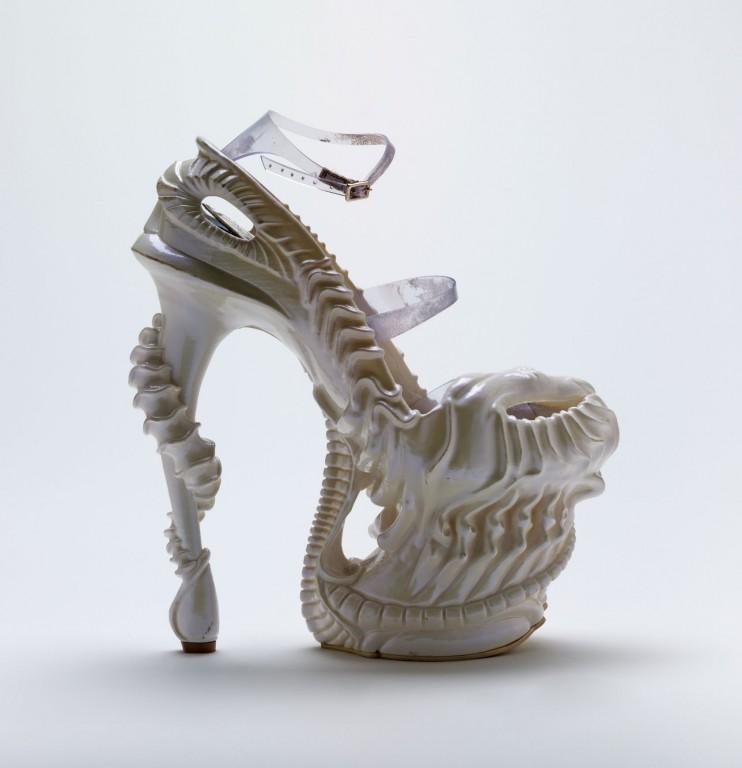 'Alien' shoe